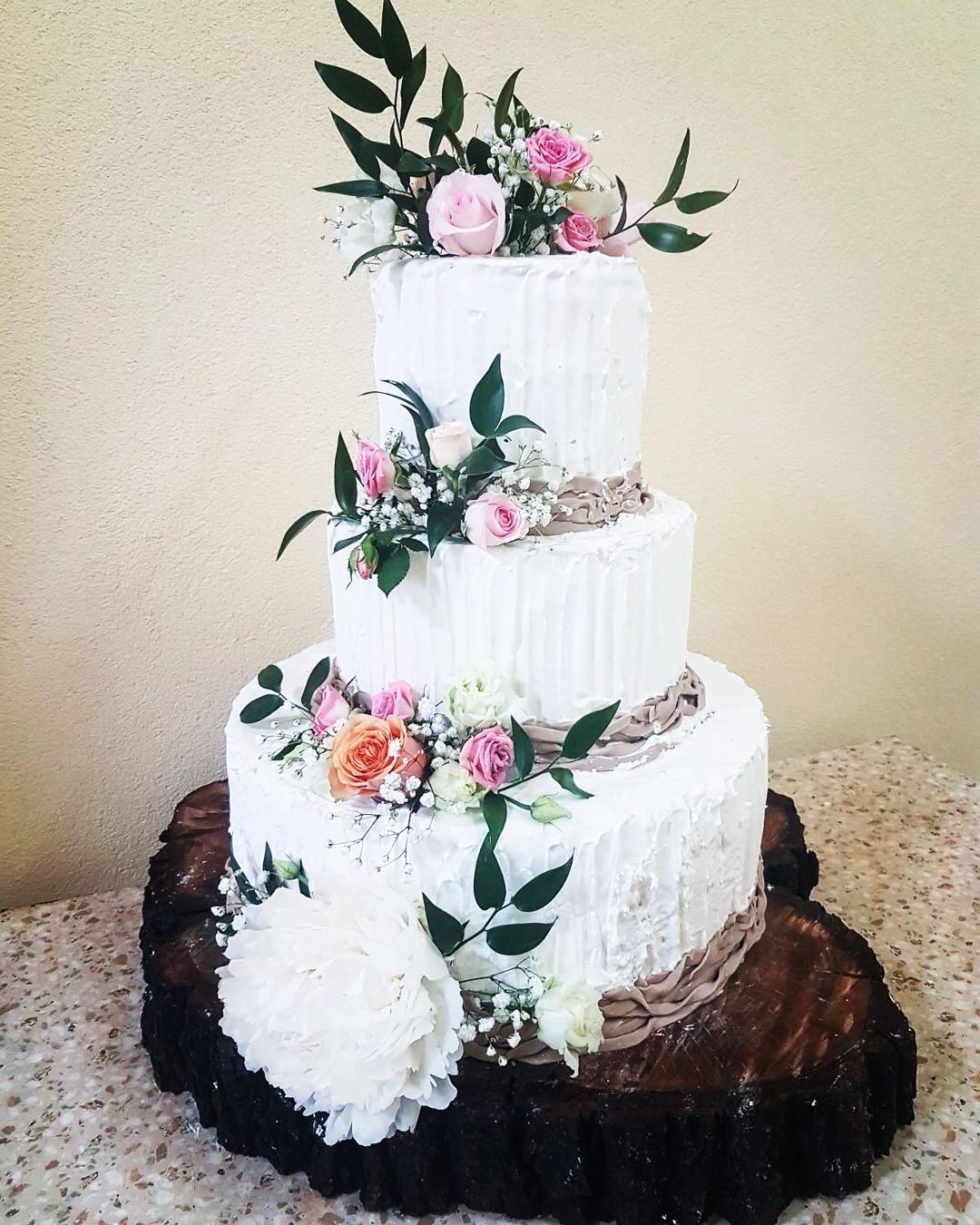 Tort Nunta Cu Flori Naturale Cofetaria Oli Torturi Si Prajituri